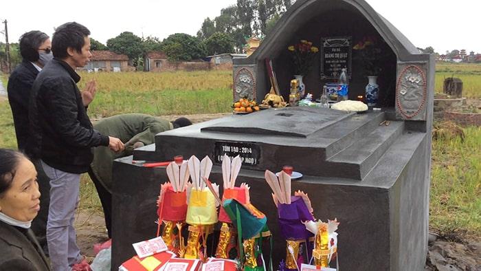 Lễ tạ mộ mới xây xong