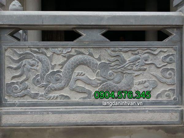Lan can đá nhà thờ họ - trạm khắc hoa văn rồng uốn lượn