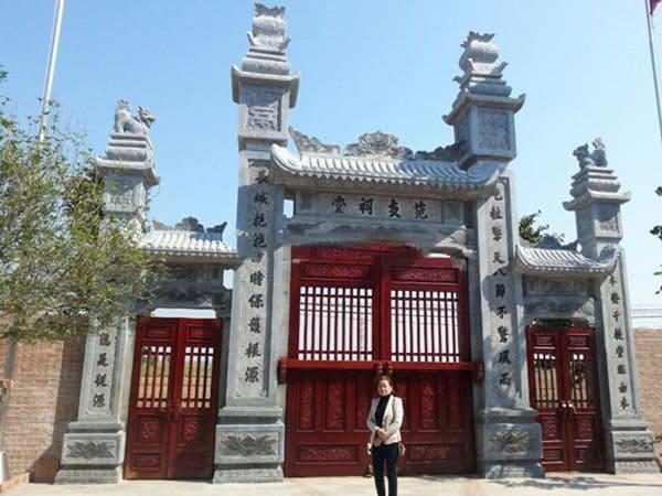 Mẫu cổng tam quan bằng đá xanh tự nhiên kiểu tứ trụ