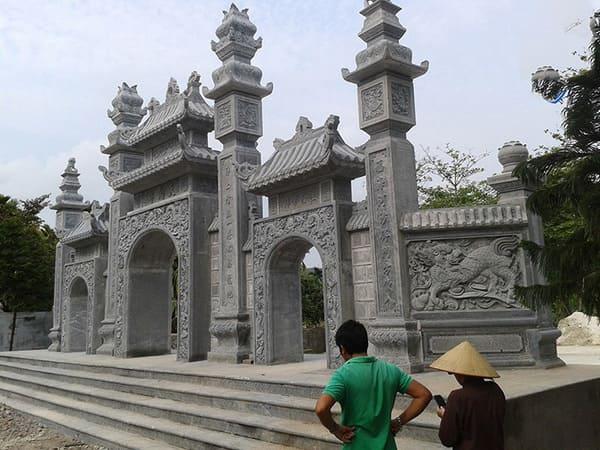 Mẫu cổng tam quan có gác bằng đá xanh tự nhiên