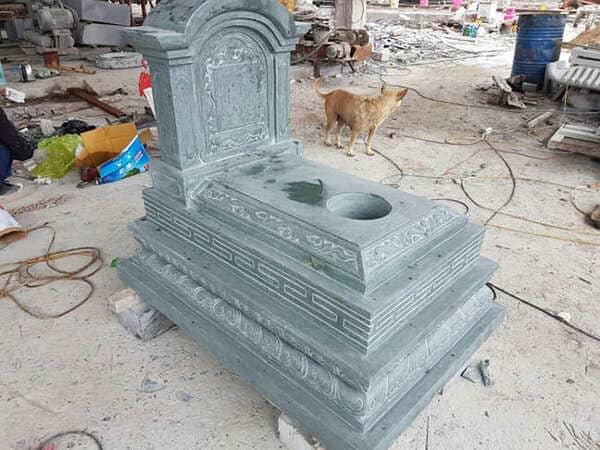 Mẫu mộ đá xanh rêu đẹp chuẩn phong thủy chất lượng cao giá hợp lý