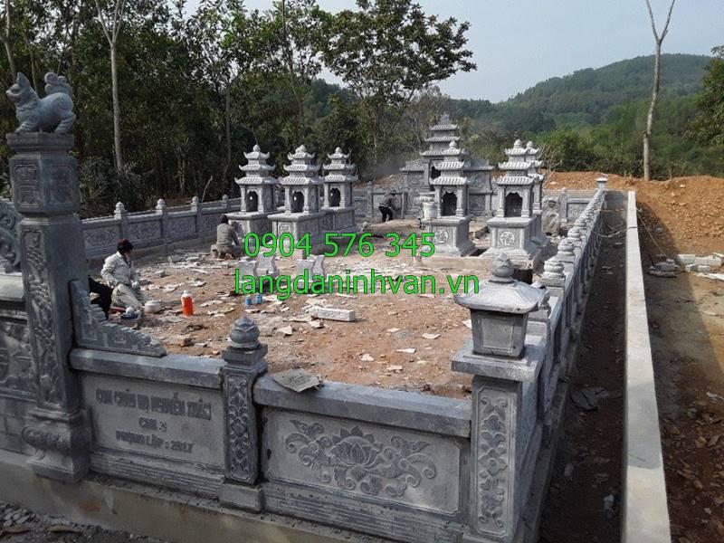 khu lăng mộ dòng họ được lắp tại trà vinh với cổng đá lăn can đá và mộ ba mái