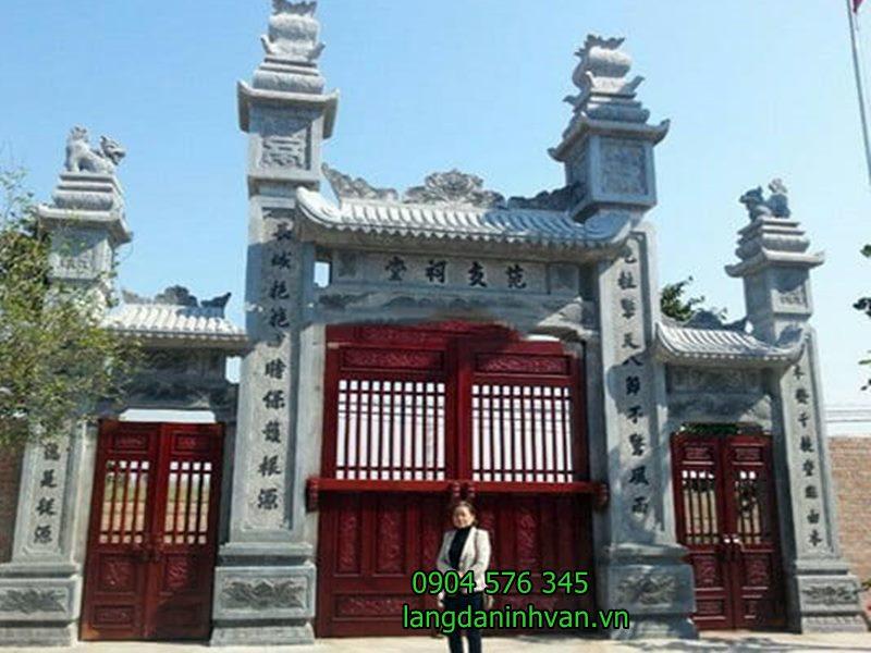 mẫu cổng đá đẹp được lắp đặt tại đình chùa