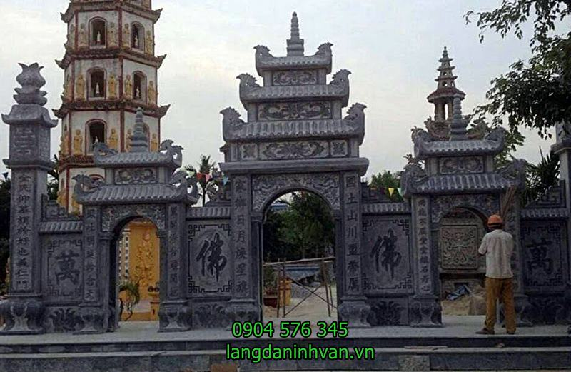 cổng tam quan đá đẹp được lắp tại ngôi chùa cổ