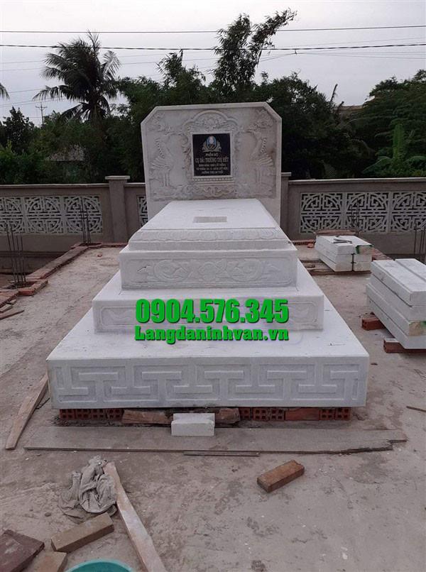 mộ tam cấp bằng đá trắng đẹp