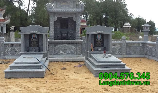 Mẫu mộ tam cấp bằng đá xanh đen