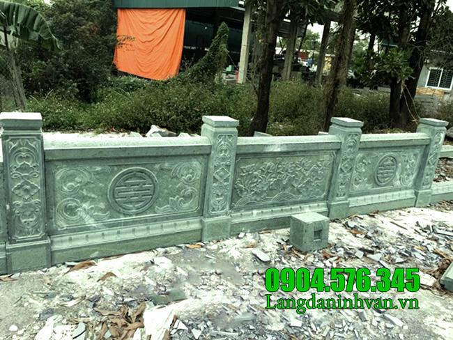 Tường rào bằng đá xanh rêu