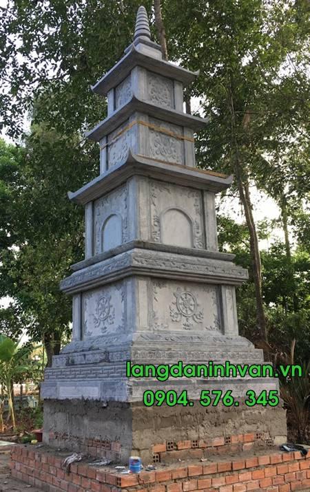 tháp phật giáo bằng đá đẹp trong khuân viên chùa