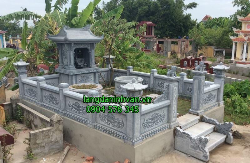 khu lăng mộ với lăng thờ chung và  mộ tròn bằng đá