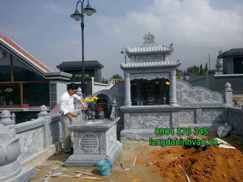 lắp đăt khu lăng mộ đá gia đình anh Hiếu ở Hà tĩnh
