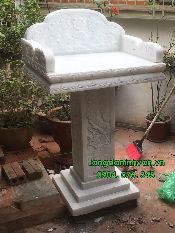 bàn thờ thiên ngoài trời bằng đá trắng không mái