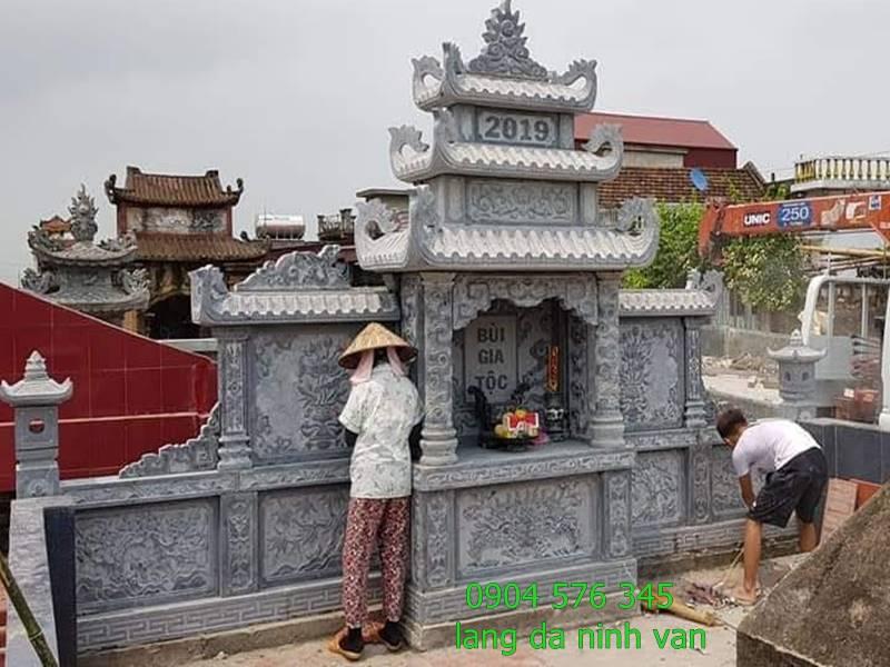 lăng thờ đá được lắp đặt tại khu lăng mộ tại vĩnh phúc