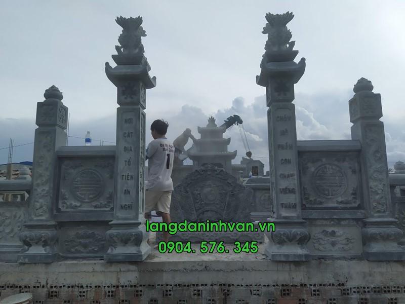cổng đá khu lăng mộ đá xanh được lắp đặt tại hưng yên