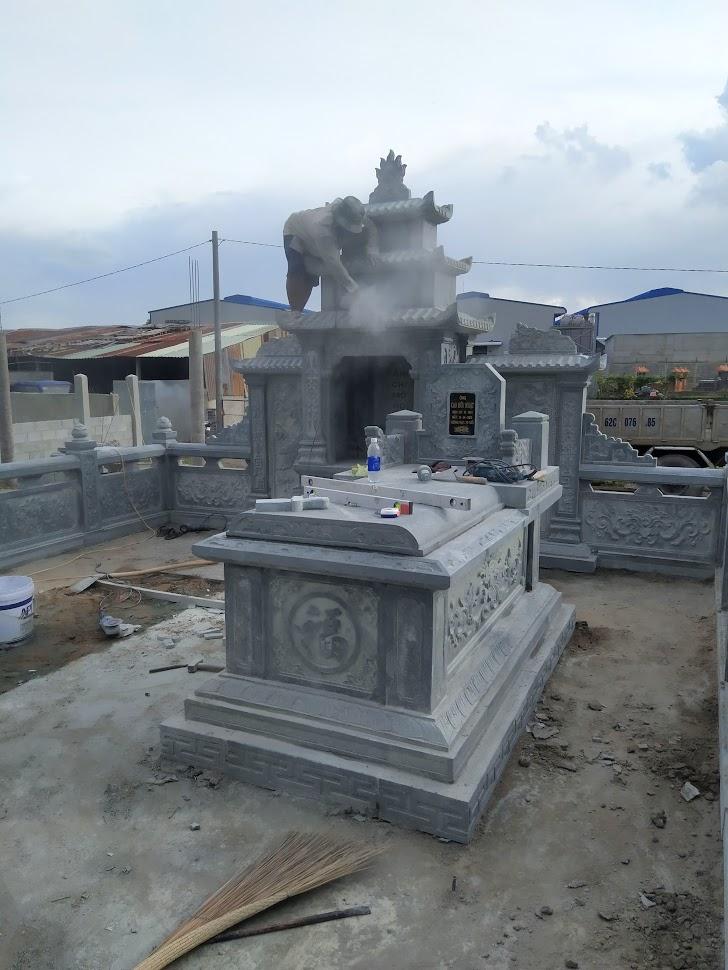 mộ đá xanh đẹp được lắp đặt tại khu lăng mộ tại phú yên