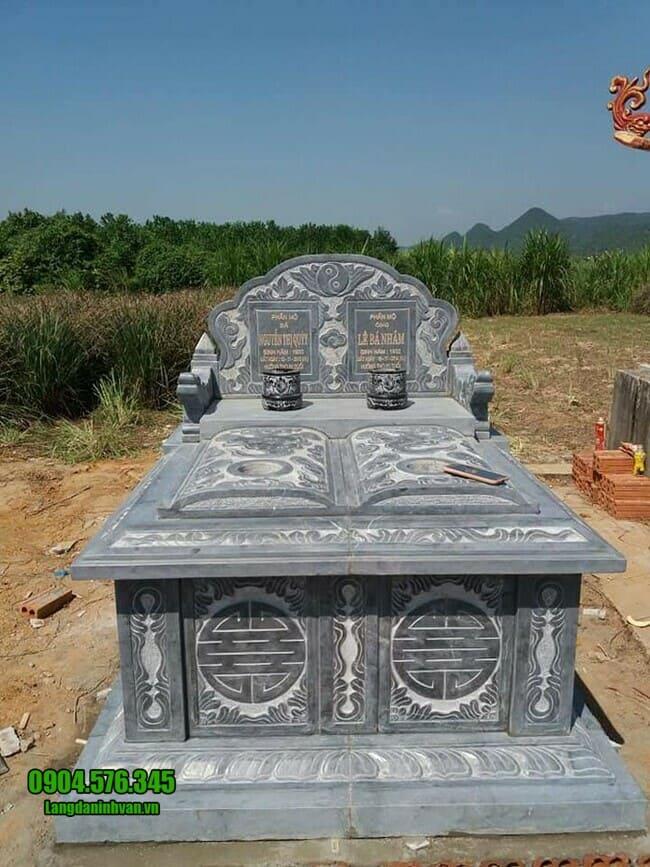 mẫu mộ đá đôi tại Ninh Thuận