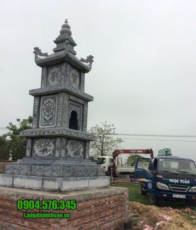 Mộ hình tháp phật giáo bằng đá tại Phú Yên