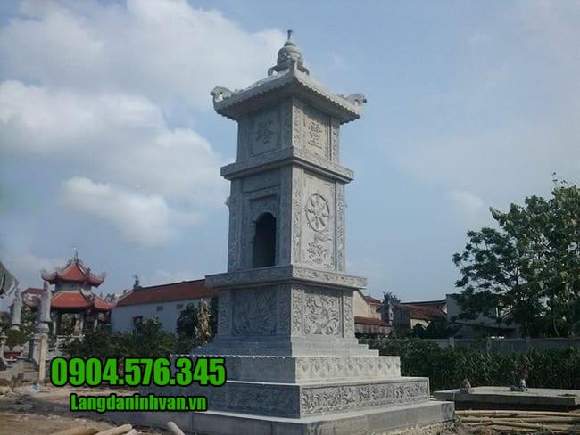 mẫu mộ đá hình tháp tại Phú Yên