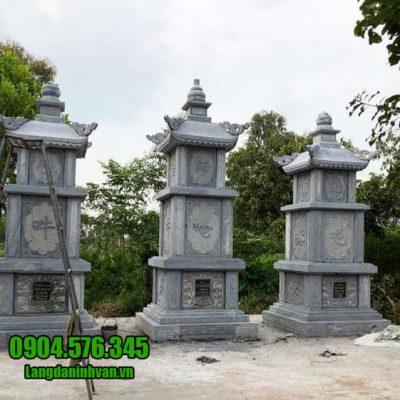 Mộ hình tháp phật giáo bằng đá tại Bình Phước