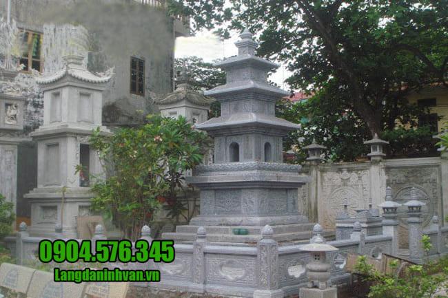 mộ tháp bằng đá tại Bình Phước