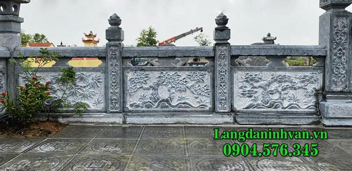 Hàng rào đá chạm khắc hình tứ quý