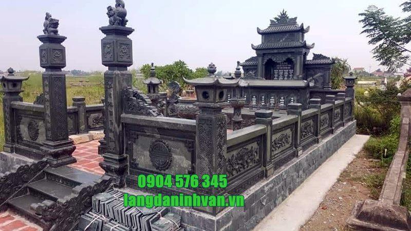 khu lăng mộ bằng đá xanh rêu tự nhiên